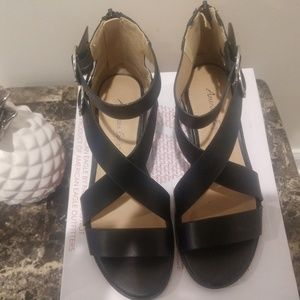American Eagle By Payless Black Sauer Sandler!